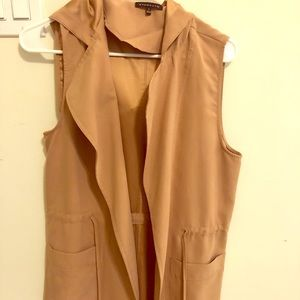 Never worn, beautiful staccato vest